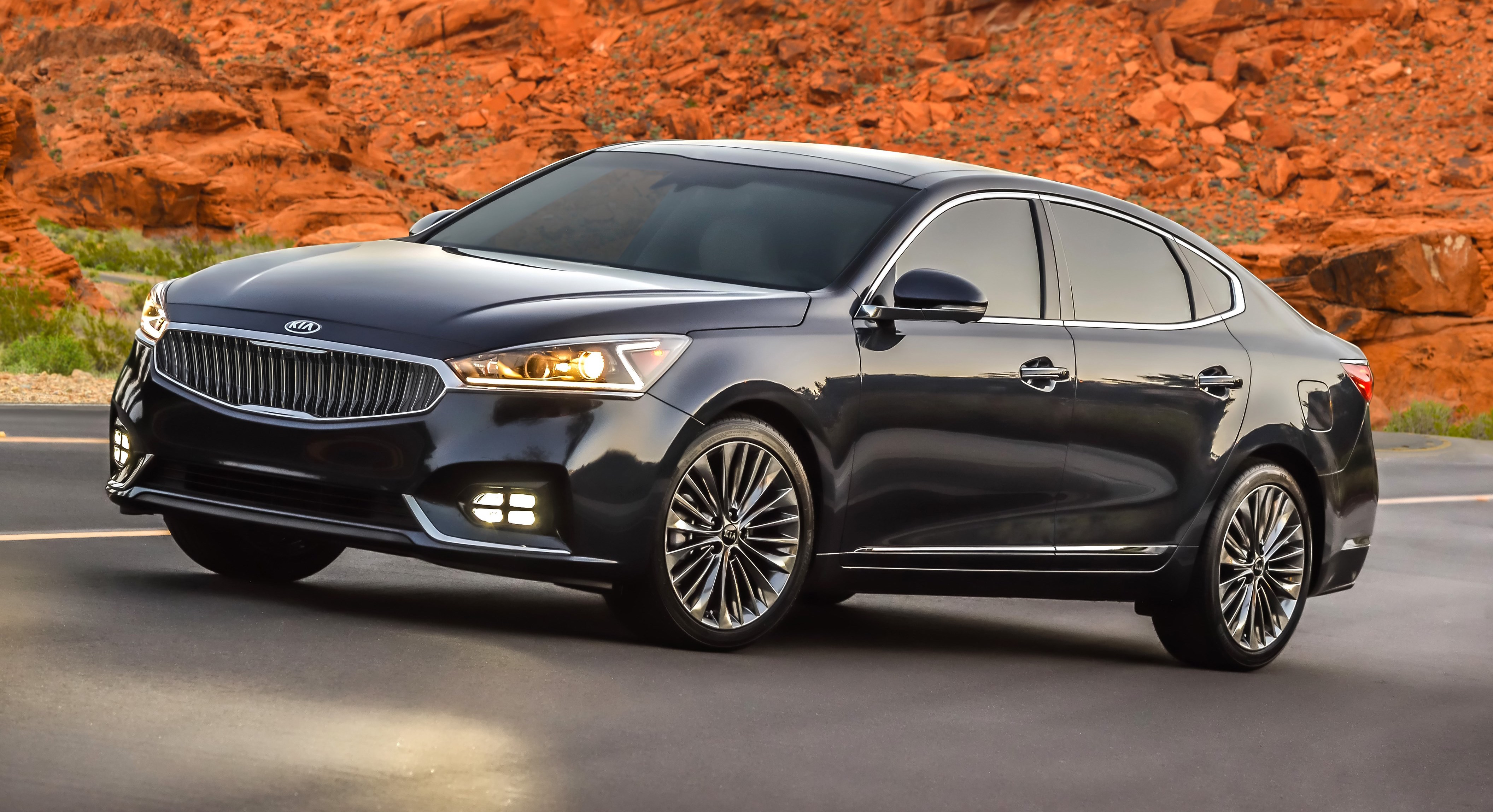 The 2017 KIA CADENZA:  LUXURY FROM AN UNEXPECTED PLACE?