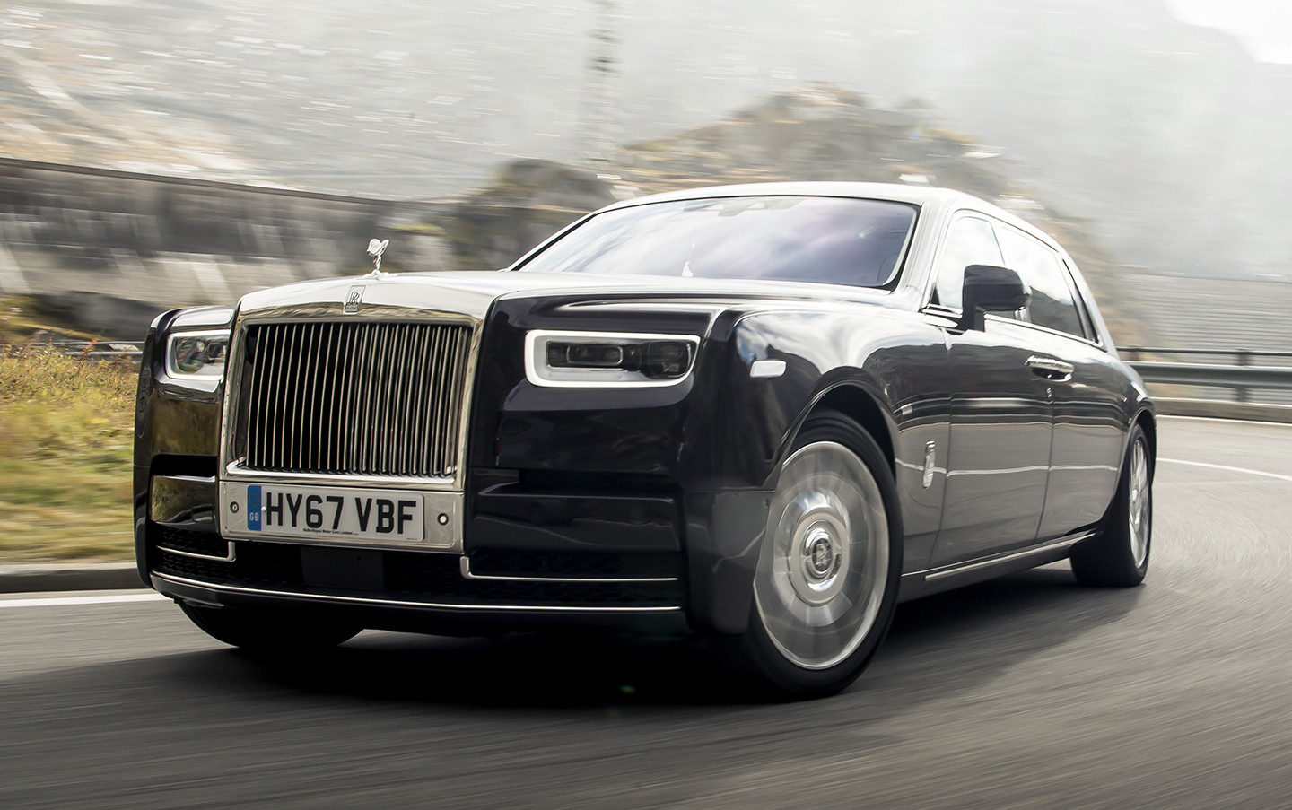LIKE FLYING FIRST CLASS… IN A CAR — The 2018 Rolls-Royce Phantom